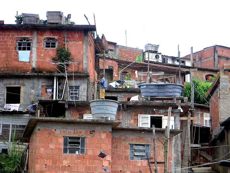 Humanitaire dans les Favelas